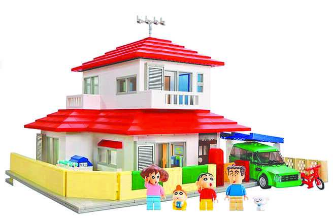 台隆手創館「蠟筆小新的家」積木,美麗華店限定販售,積木數量多達2209件,超真實還原,4999元。(台隆手創館提供)