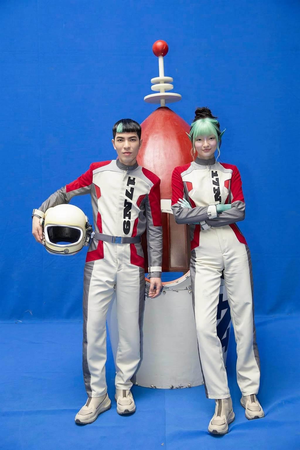 蕭敬騰在〈薩哈星球〉MV裡,打造一個外星的愛情故事。(翻攝自蕭敬騰 Jam Hsiao臉書)
