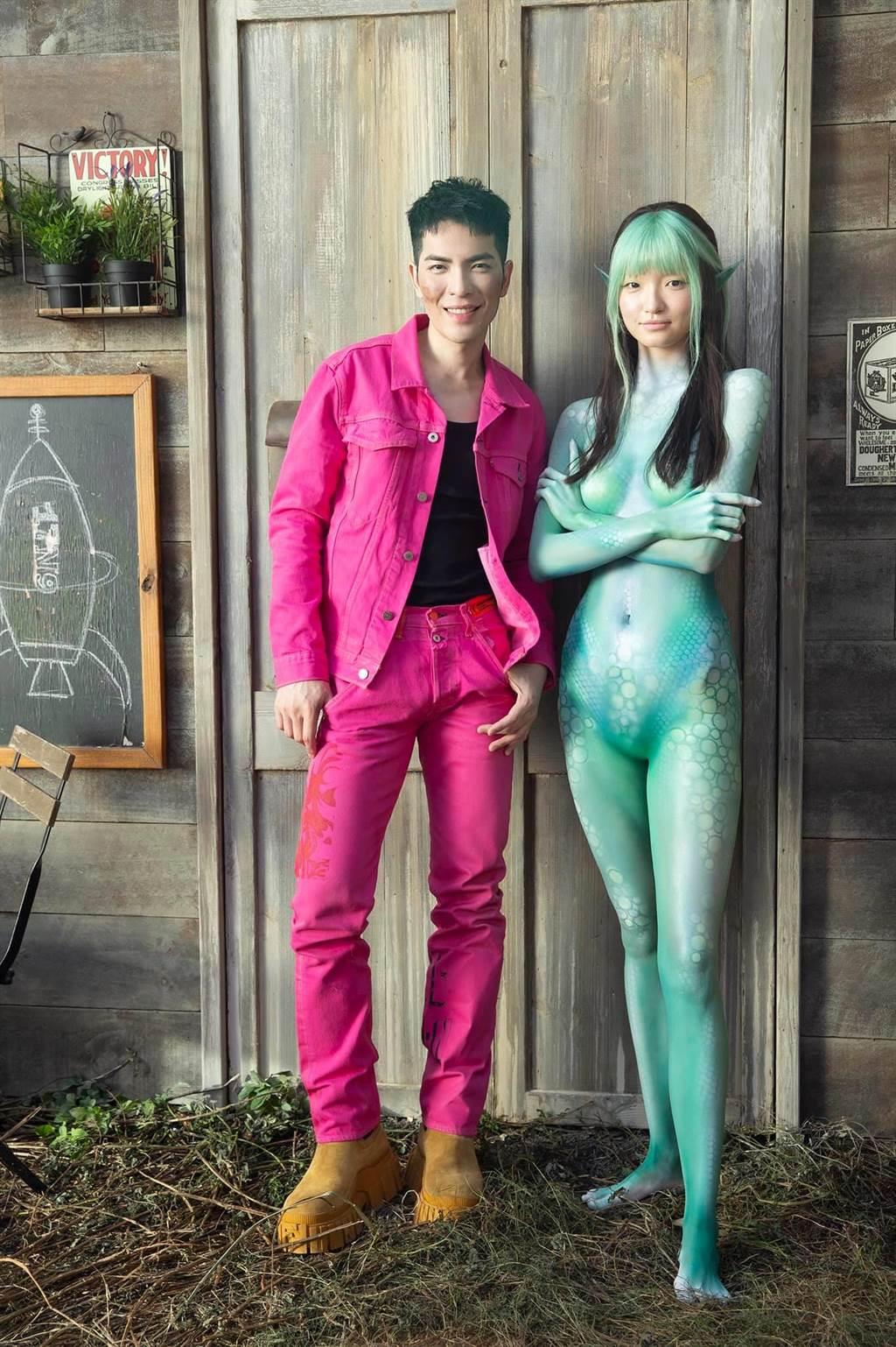 「石湖綠」展現外星人的奇幻朦朧美。(翻攝自喜鵲娛樂臉書)