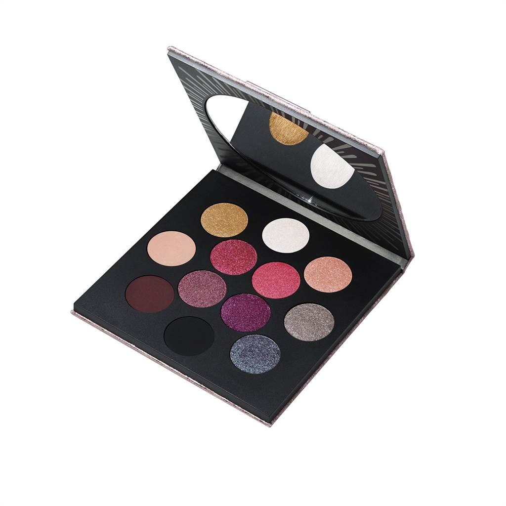 MAC HOLIDAY 12色眼影盤,2380元。(MAC提供)