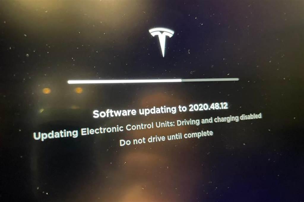 特斯拉 2020.48.12 軟體更新在海外推送,可能是修復幽靈煞車加劇與充電問題