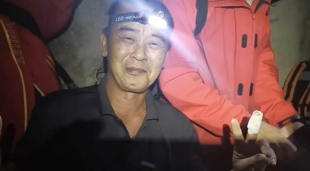 獵人楊東波深夜上山打落,在谷關一處廢棄電廠涵洞內發現失蹤40天的邱男。(民眾提供/王文吉台中傳真)