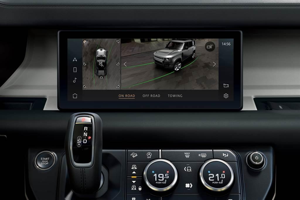 全新世代 LAND ROVER DEFENDER搭載全新360度3D環景顯影系統,讓駕駛者輕鬆掌握車輛周圍的環境狀況。