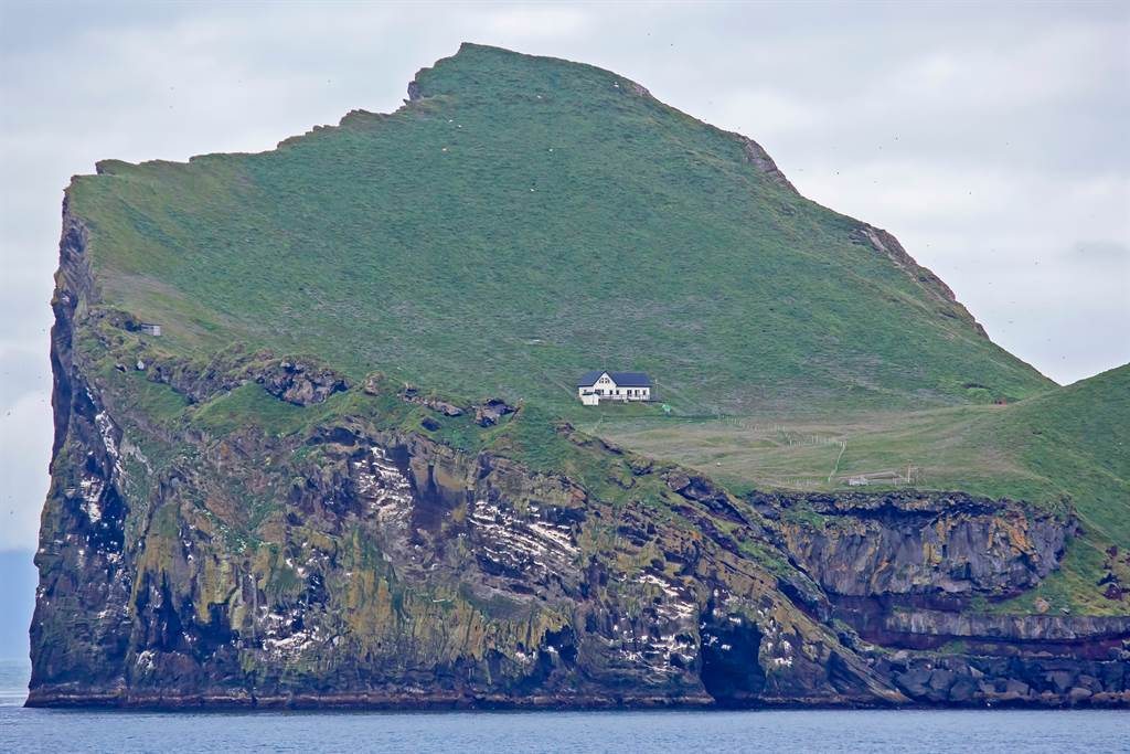 埃德利札島自1930年就荒廢了,但島上卻建有唯一一棟白色小木屋。(圖/達志影像)