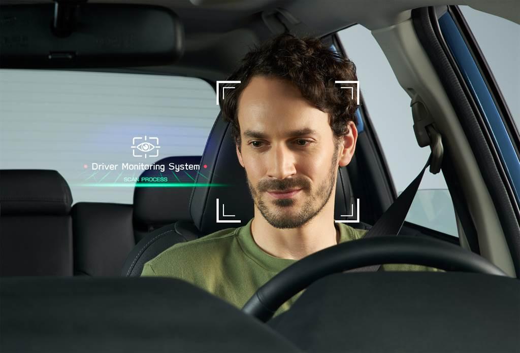 Forester搭載「Driver Monitoring System 智能駕駛警示系統」,結合專注力警示、疲勞駕駛偵測警示及個人化智慧臉部辨識三大功能,降低駕駛因為疲憊或精神狀態不佳導致意外發生的可能性。