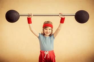 地表最強小蘿莉!7歲童舉80kg槓鈴 驚人神力破紀錄