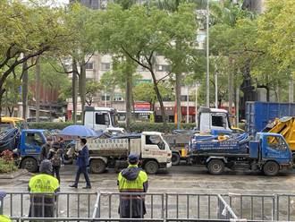 反对北市府刁难清运业者 数十辆水肥车集结环署递陈情