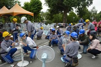 達德商工「電機科家電服務隊」 到老人之家修理保養3百支電扇