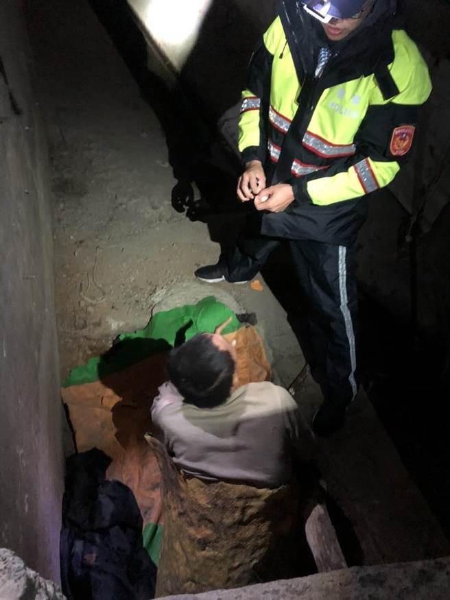 闖入中橫便道失聯的邱男,被獵人發現躲在對面躲山洞內。(警方提供/王文吉台中傳真)