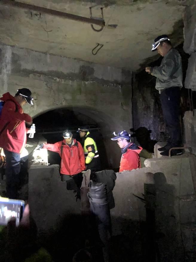 闖入中橫便道失蹤40天的邱男,被獵人發現躲在廢棄電廠後山躲山洞內。(警方提供/王文吉台中傳真)
