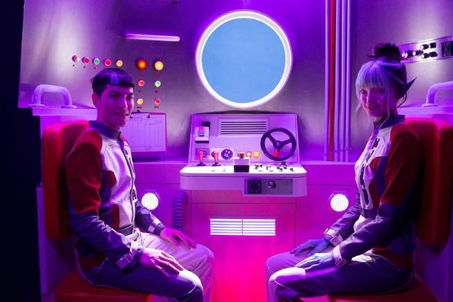 萧敬腾推出单曲〈萨哈星球〉,MV描述地球人与外星女孩邂逅。(翻摄自萧敬腾 Jam Hsiao脸书)