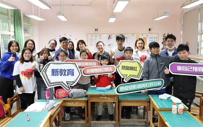 台科大外籍生与台湾学生组成志工团队,前进新北市石门国小、三芝国小、老梅国小上课,带领新二代小朋友了解自己的母国文化。(台科大提供/李侑珊台北传真)