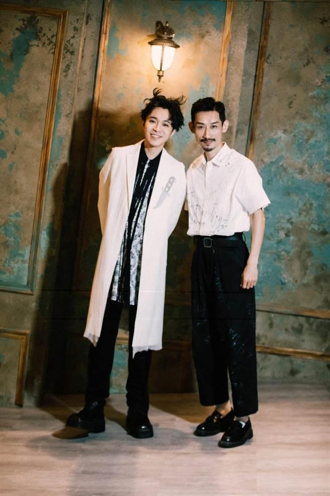 陳竹昇(左)讚美青峰譜曲完美契合李格弟老師的歌詞(環球音樂提供)