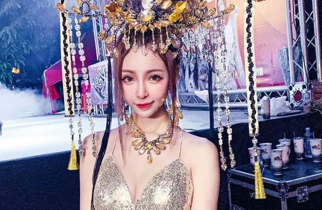 寧寧(趙采瑄)以高顏值和姣好身材,擁「廟會最美禮生」的稱號。(圖/取材自寧寧(Ning)臉書)