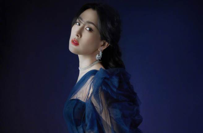 馬蘇換上一套飄逸紗裙大秀好身材,令眾人看了目不轉睛。(圖/摘自微博@ 马苏工作室)