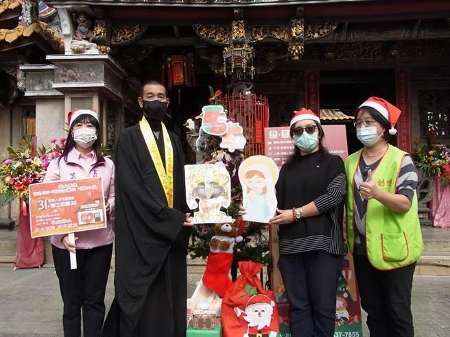 创世基金会植物人缺经费,云林县北港妈祖与圣母玛丽亚合力寒冬送暖。(张朝欣摄)