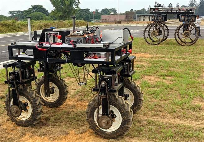 無人車是未來車輛的發展趨勢,屏科大車輛系與業界產學合作,研發多款無人農用電動車,可用於不同農田甚至漁塭。(潘建志攝)