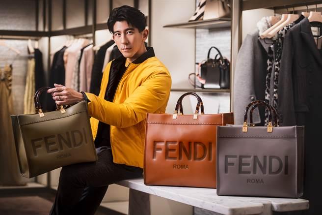 适逢年末佳节,修杰楷也推荐可以赠送亲友或爱人 FENDI SUSHINE SHOPPER 包款。(图/品牌提供)