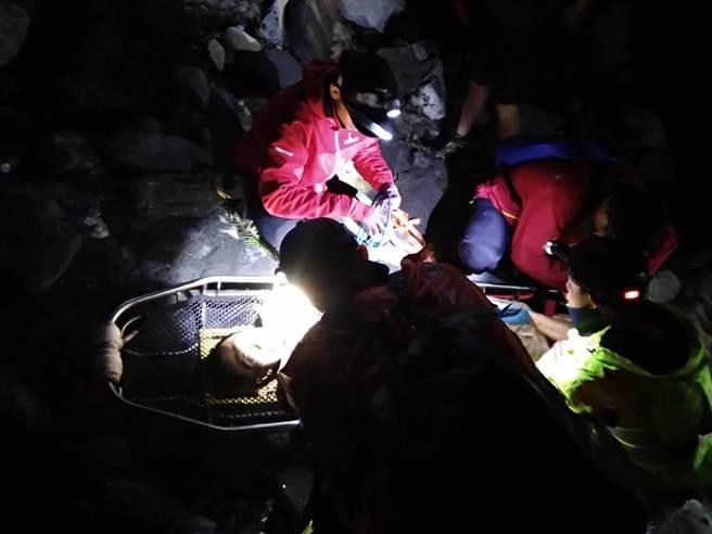 邱男獲救後曾向搜救人員表示「想要去撿錢,不小心從30樓摔下來。」(和平分局提供/王文吉台中傳真)