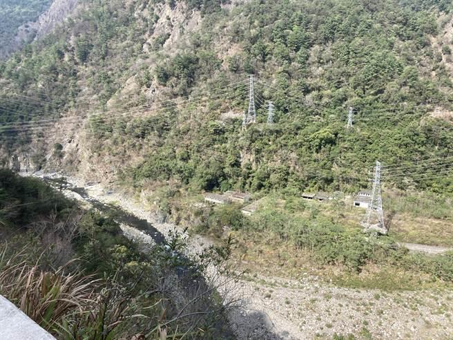 邱男疑似縱身跳下150公尺深溪谷,失蹤長達40天。(和平分局提供/王文吉台中傳真)