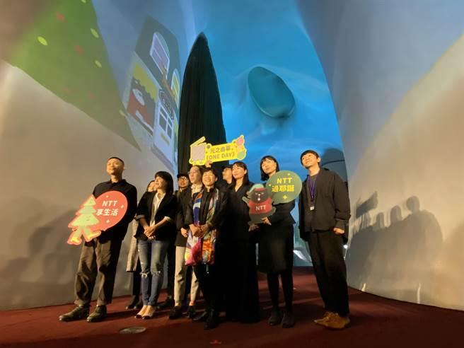 台中國家歌劇院「光之曲幕」,在12月推出耶誕環繞動態影片《ONE DAY》。(陳淑芬攝)