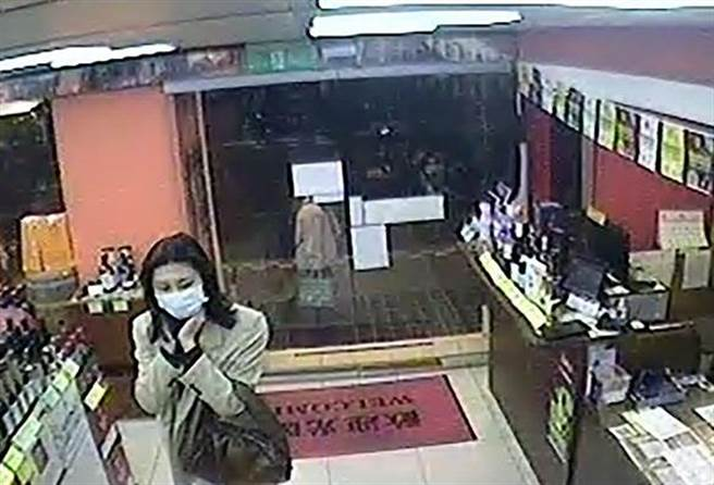 女窃贼令店员印象深(图/翻摄画面)