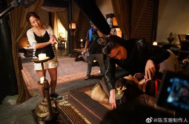 陳玉珊近期最新作品電視劇《狼殿下》讓王大陸當男主角,還自曝導演福利,粉絲超羨慕。(圖/ 摘自陳玉珊微博)