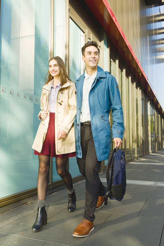 都会时尚GORE-TEX外套,搭配风衣式设计穿搭更有型。图/欧都纳提供