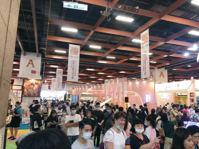 2020夏季展吸引許多民眾入場參觀。圖/台灣連鎖加盟創業促進協會提供
