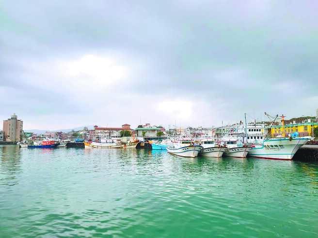 澳底漁港環境整潔優美,是出遊放鬆的好地方。(新北市漁業處提供/葉德正新北傳真)