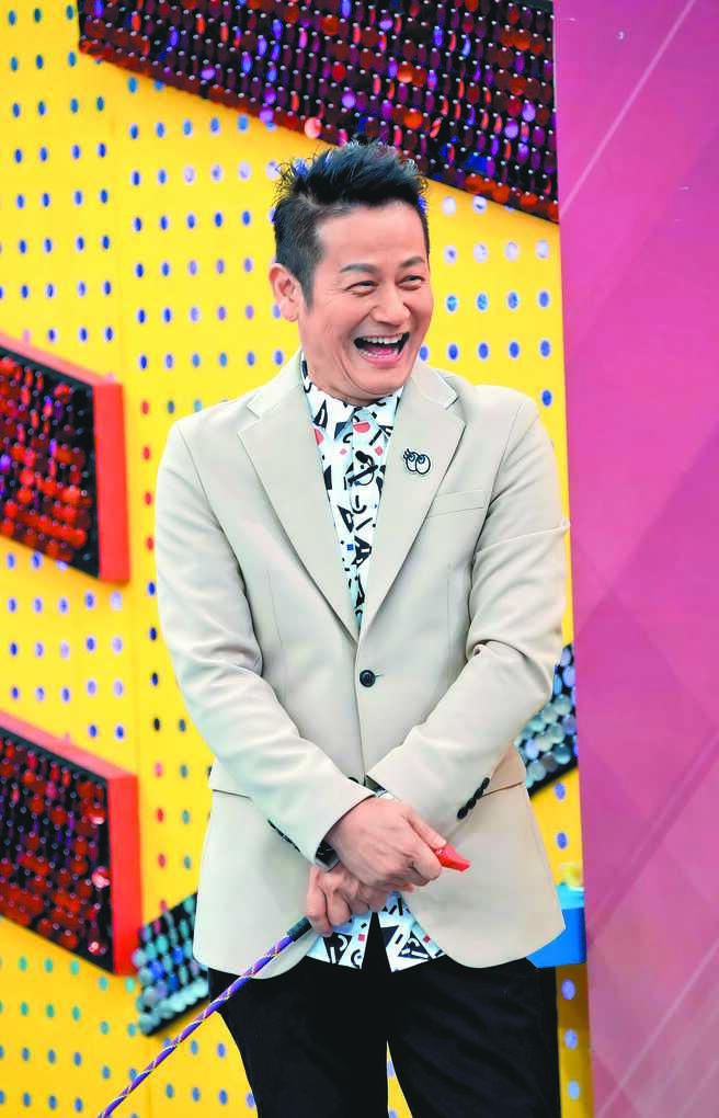 徐乃麟昨主持《天才衝衝衝》分享嫁女心情。(華視提供)
