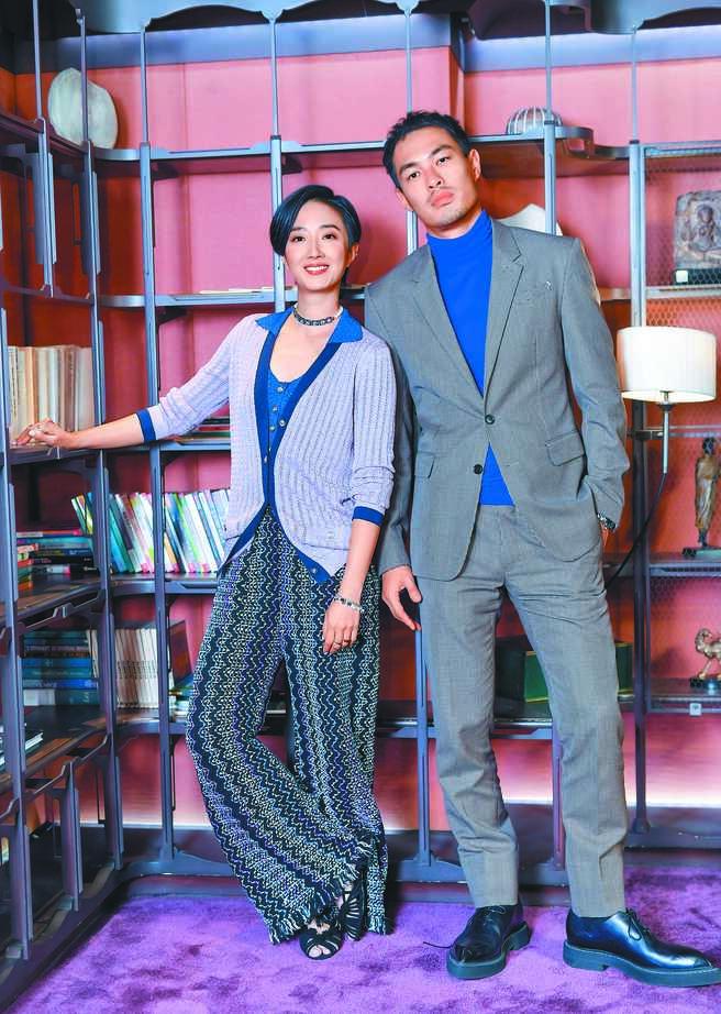 桂綸鎂(左)與楊祐寧主演《腿》搶攻耶誕檔期。(盧禕祺攝)