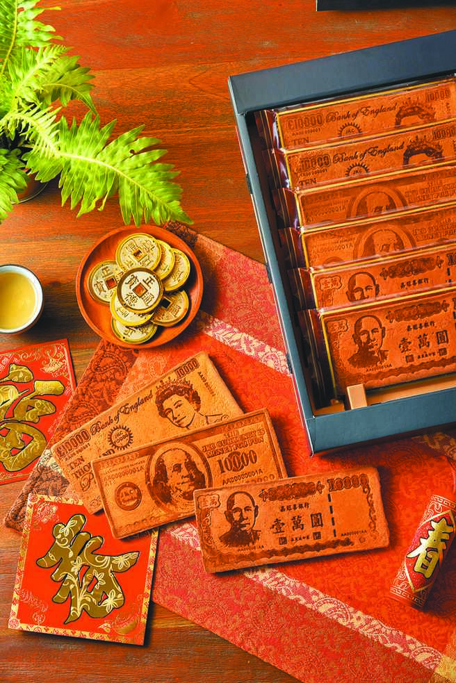 遠百「嘉冠喜鈔票煎餅禮盒」,6入499元。(遠百提供)