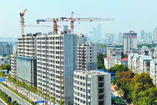 大陸前11月全國房地產開發投資年增6.8%。圖為南京一處在建樓盤。(中新社)