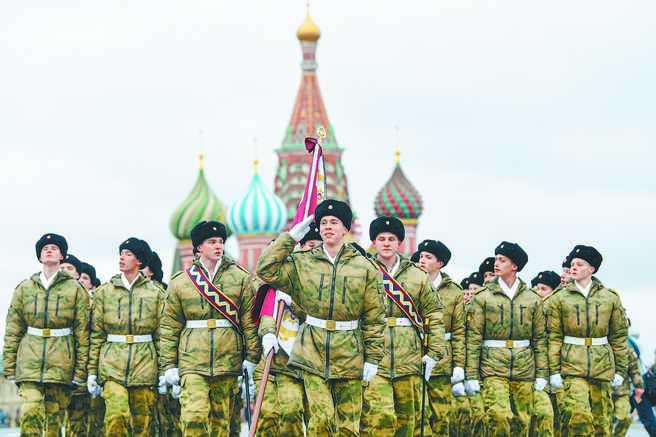 俄羅斯因其部隊的高度專業化保持了大國地位。圖為莫斯科紅場舉行的閱兵儀式。(新華社資料照片)
