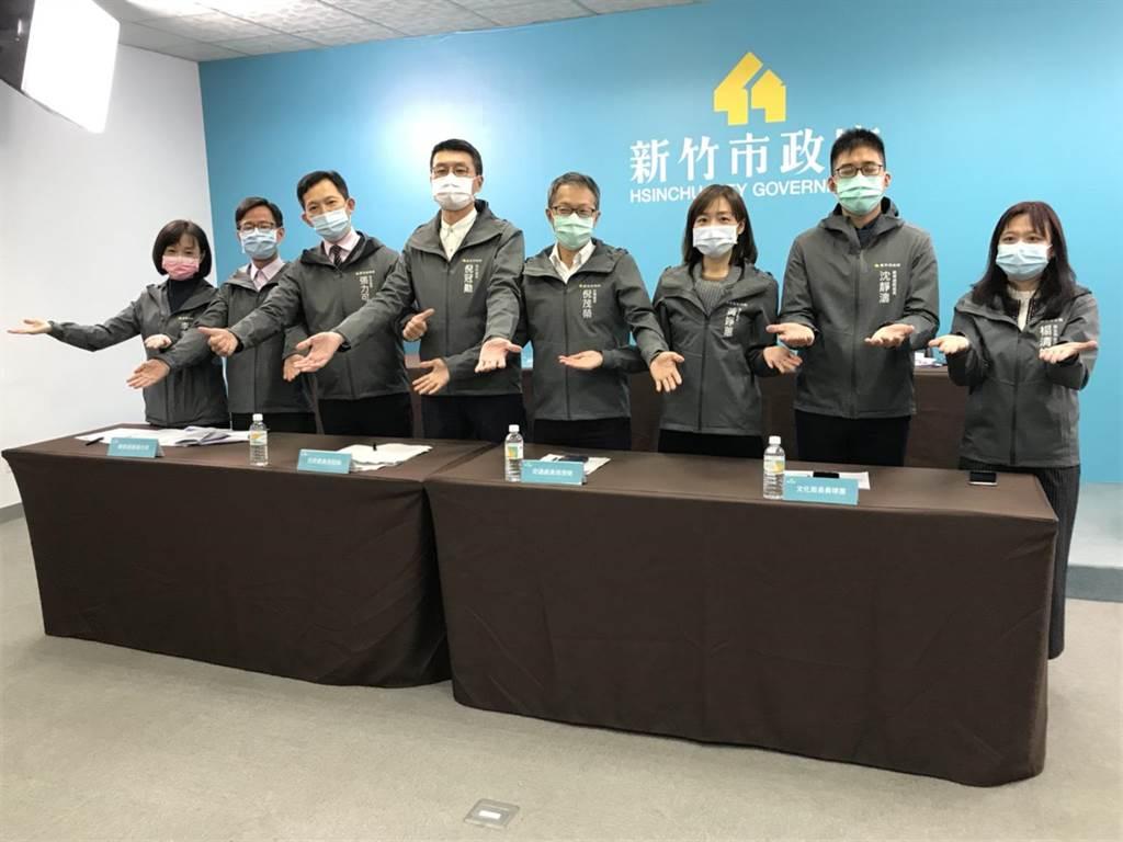 新竹市政府今天由8個燈會相關局處長共同舉行記者會,說明「2021台灣燈會居民生活指引辦法」。(陳育賢攝)