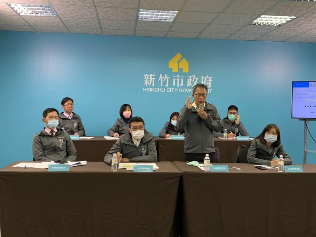 市府17日決定燈區內10所國中小在管制期間提前至下午3點放學,洗腎、行動不便民眾,也將發放「特殊接駁證」。(陳育賢攝)