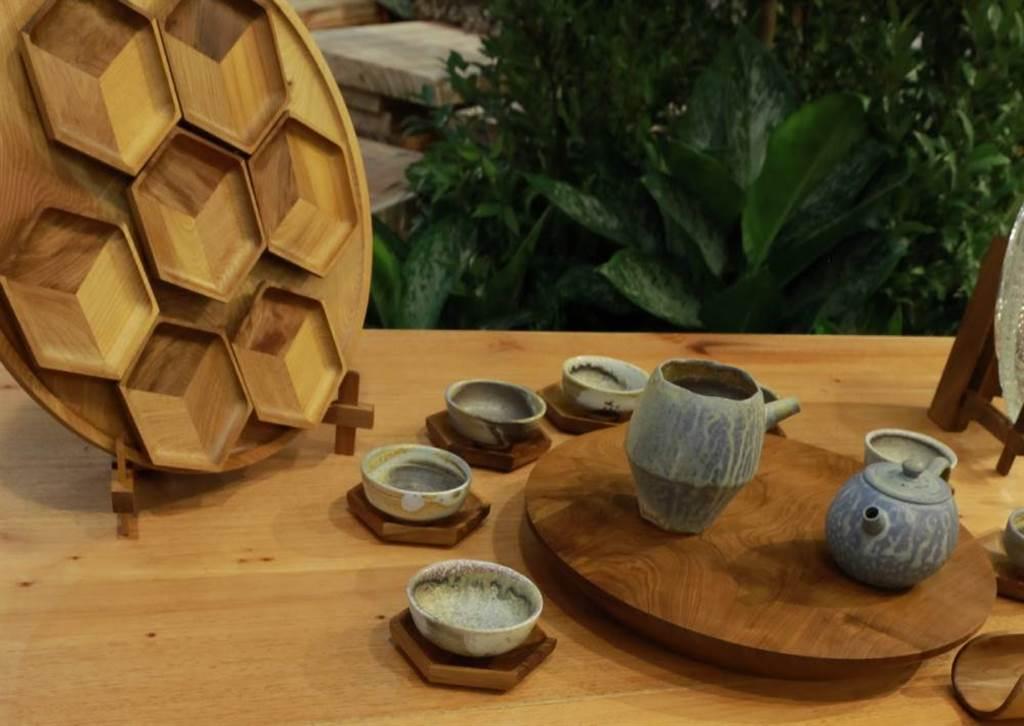 國產木材文創品。由木街茶道設計。(圖/梁惠明攝)