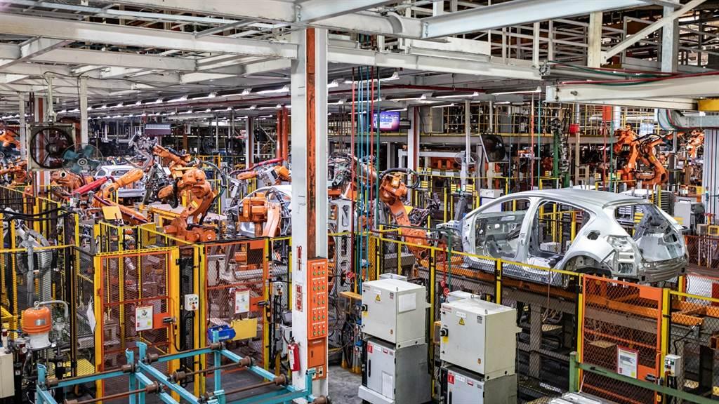 首站來到車身廠產線,福特六和使用FlexTrack智能移載系統可提高定位精度達5倍,並提高7.4倍的運載速度。