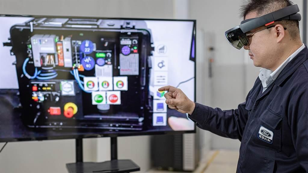 AR擴增實境技術為Ford與Solomon集團在台開發,使用Mircosoft Hololens,將維修手冊圖像化,戴上頭盔就可看見如何查修眼前的零件。