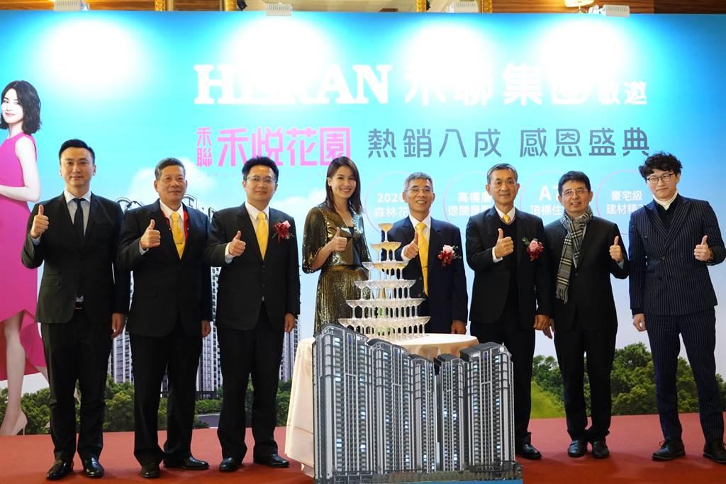 「禾悅花園」今日於典華飯店舉辦熱銷8成感恩記者會,同時發表數10項全新智慧家電,邀請代言人曾沛慈二度站台。(業者提供)