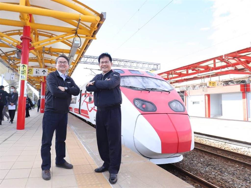 南迴鐵路電氣化12月20日全線通車。(翻攝林佳龍臉書)