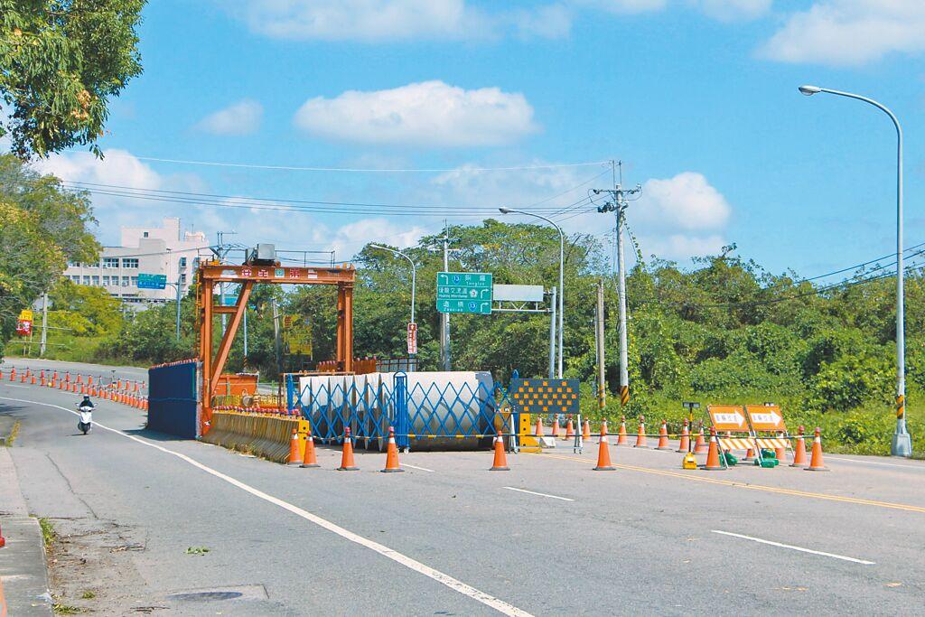 道路開挖惹民怨,苗栗縣政府協調管線單位在路權單位施工前,先行進場,以減少道路一再重複挖掘。(何冠嫻攝)