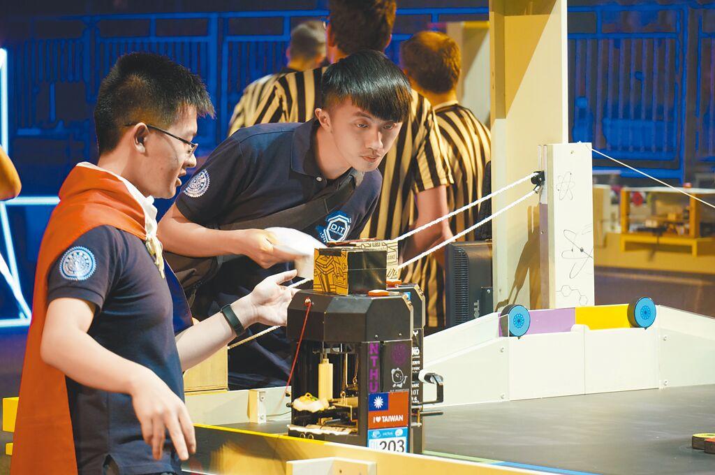 清華大學「DIT Robotics」學生團隊作為台灣代表隊,2019年參加在法國舉行的歐洲自動化機器人大賽。(本報系資料照)