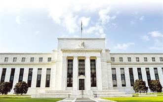 美聯準會維持利率逼近於零 上修明年經濟預測