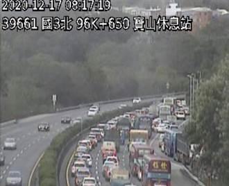 國三寶山南下6車追撞釀1傷 車流回堵5公里