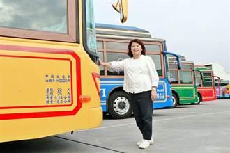 嘉義市全新中大型電動公車年底上路 好吃好玩都在這一車