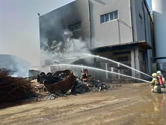 旁有3座氧氣槽 威致鋼鐵火警出動21輛消防車即時撲滅