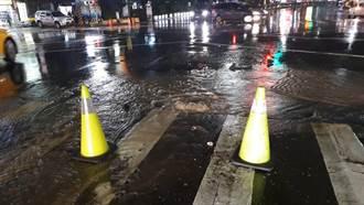 高市旗山南路水管破裂  初一停水約3千戶