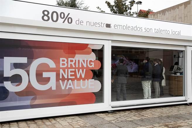 圖為11月份時,華為西班牙路演:讓人們切實感受5g改變生產生活。(新華社照片)